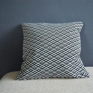 coussin deco-noir-blanc-motif-geometrique-deco