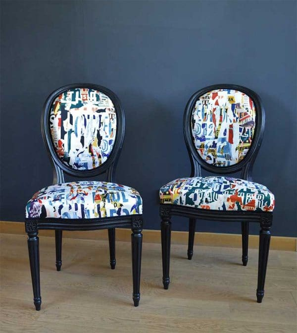 chaises-louis-16-deco-imprimes-journeaux