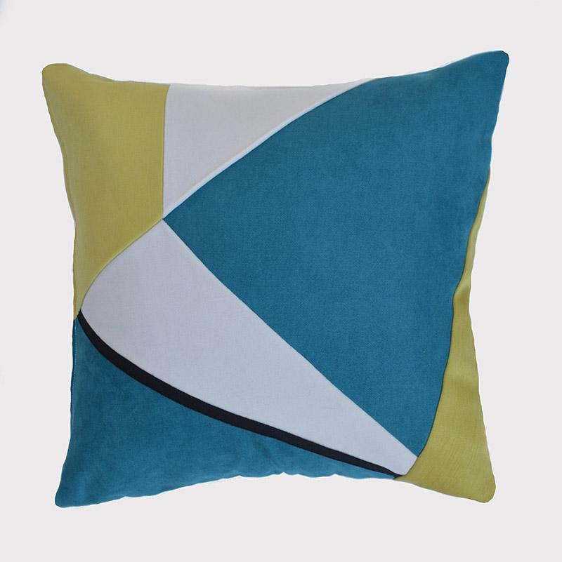 coussin-blanc-vert-bleu-geometrique-deco