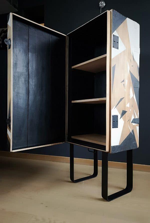 malle bois-armoire-etagere-étagère-vintage-bois-noir-blanc-formes-geometrique